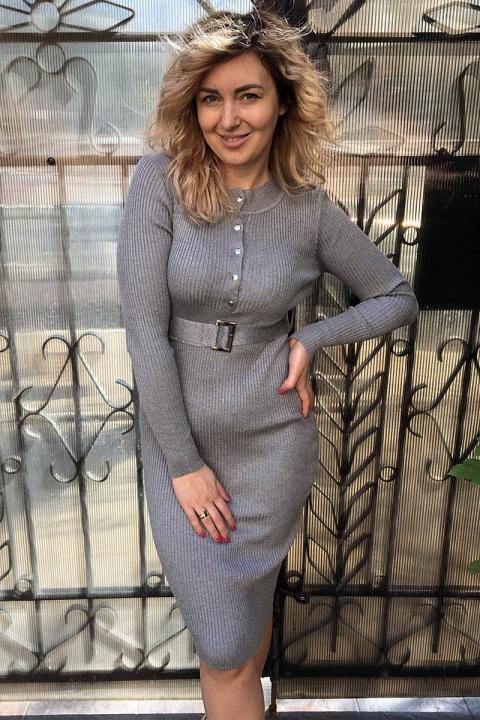 Фото 7 модели 1680-1 Трикотажное платье с кнопками и поясом LUREX - серое