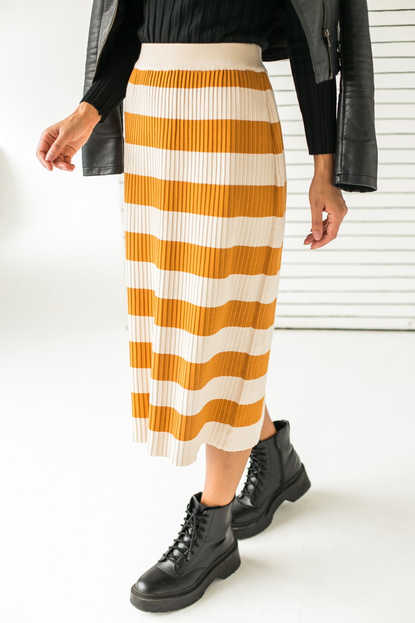 Длинная трикотажная юбка с широкими полосками LUREX - горчичный цвет