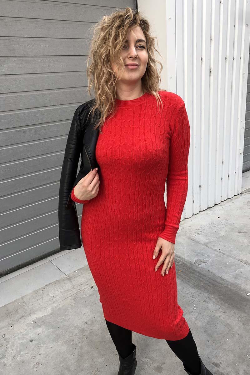 Длинное трикотажное платье в косичку P-M - красный цвет