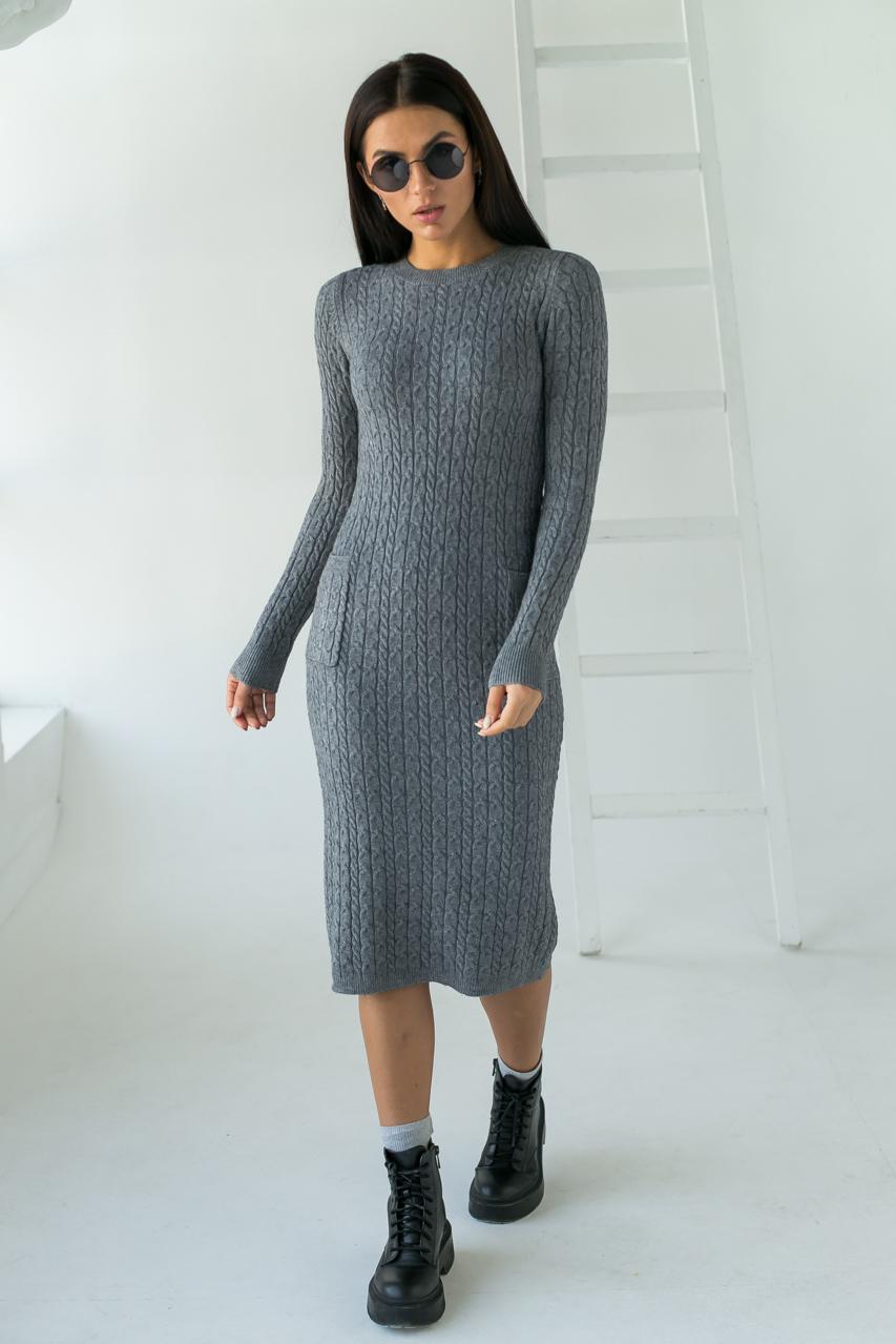 Длинное приталенное платье косичка с карманами ebelieve - серый цвет