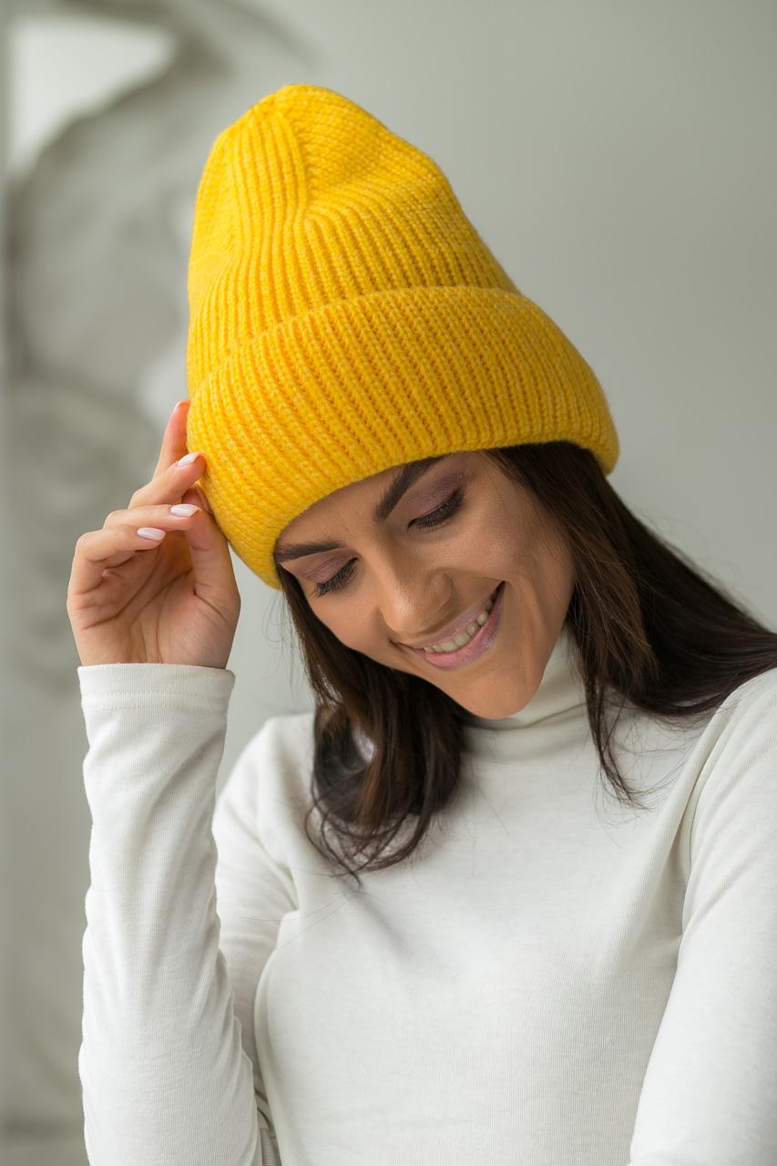 Теплая трикотажная шапка с отворотом LUREX - желтый цвет