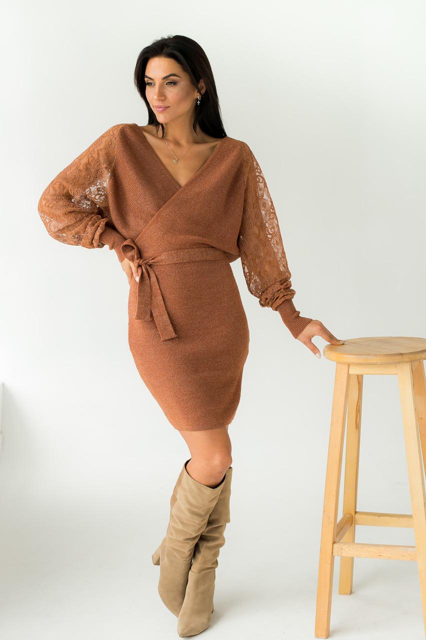 Платье теплое облегающее люрекс ажурные рукава Leatitia Mem - св-коричн цвет