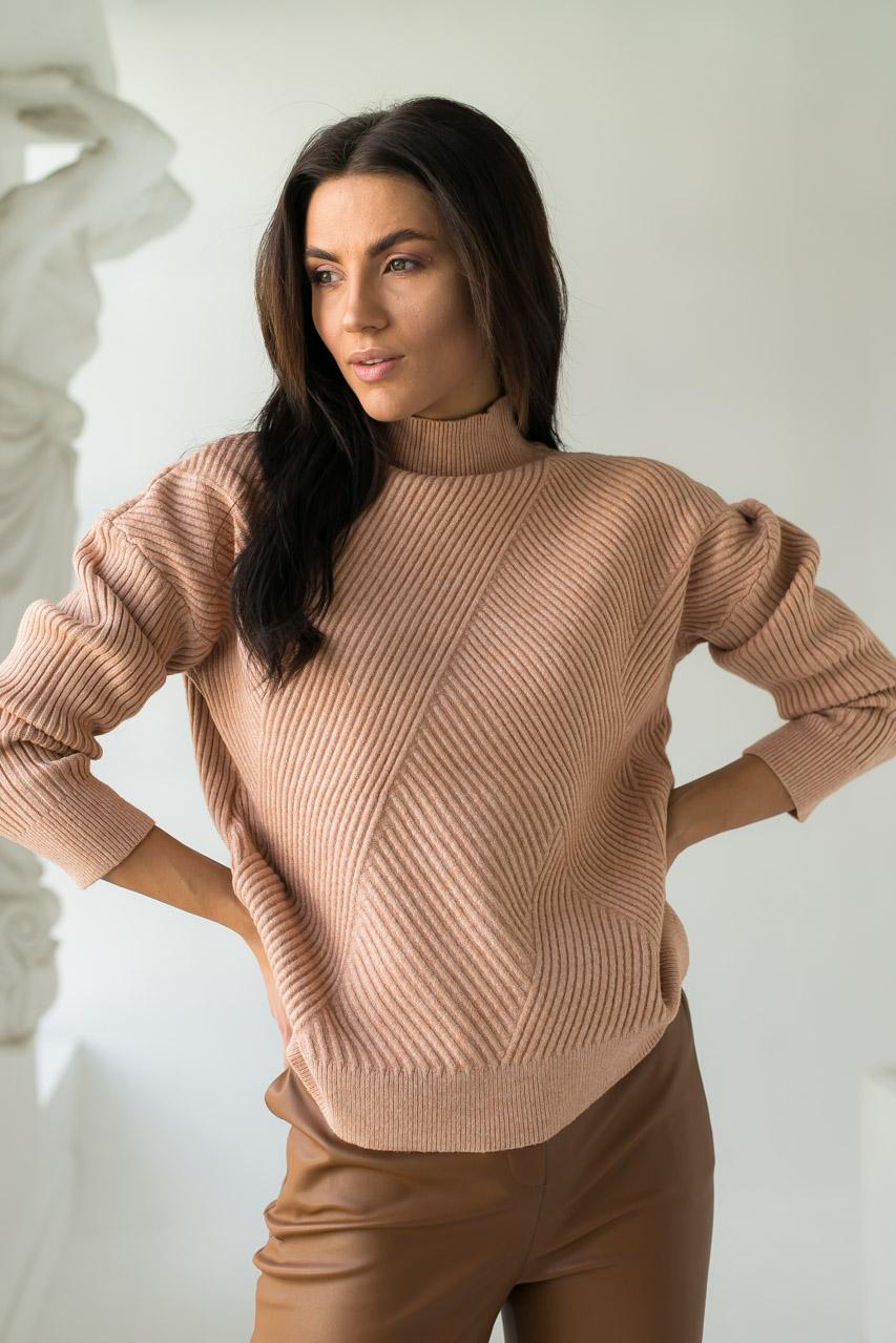 Стильный свитер с геометрическим узором P-M - кофейный цвет