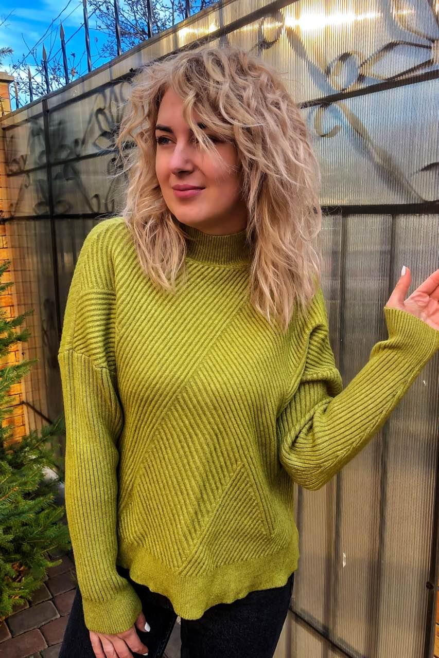 Стильный свитер с геометрическим узором P-M - салатовый цвет