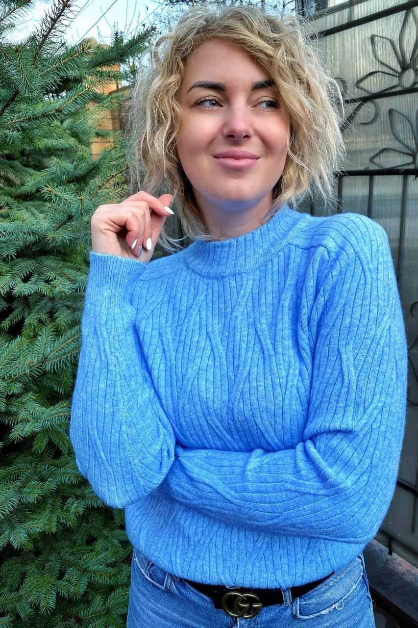 Свитер прямого силуэта с оригинальной вязкой P-M - голубой цвет