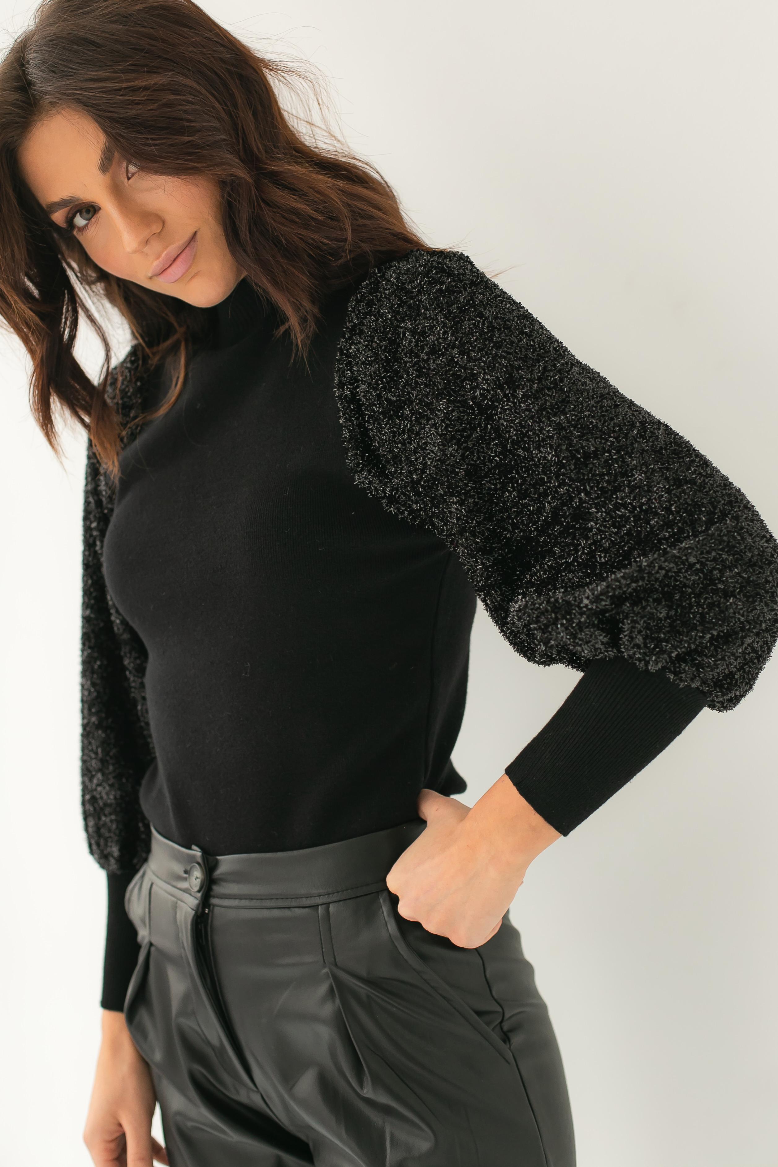 Облегающий свитер с трендовыми объемными рукавами блестящая травка Jasmine - черный цвет