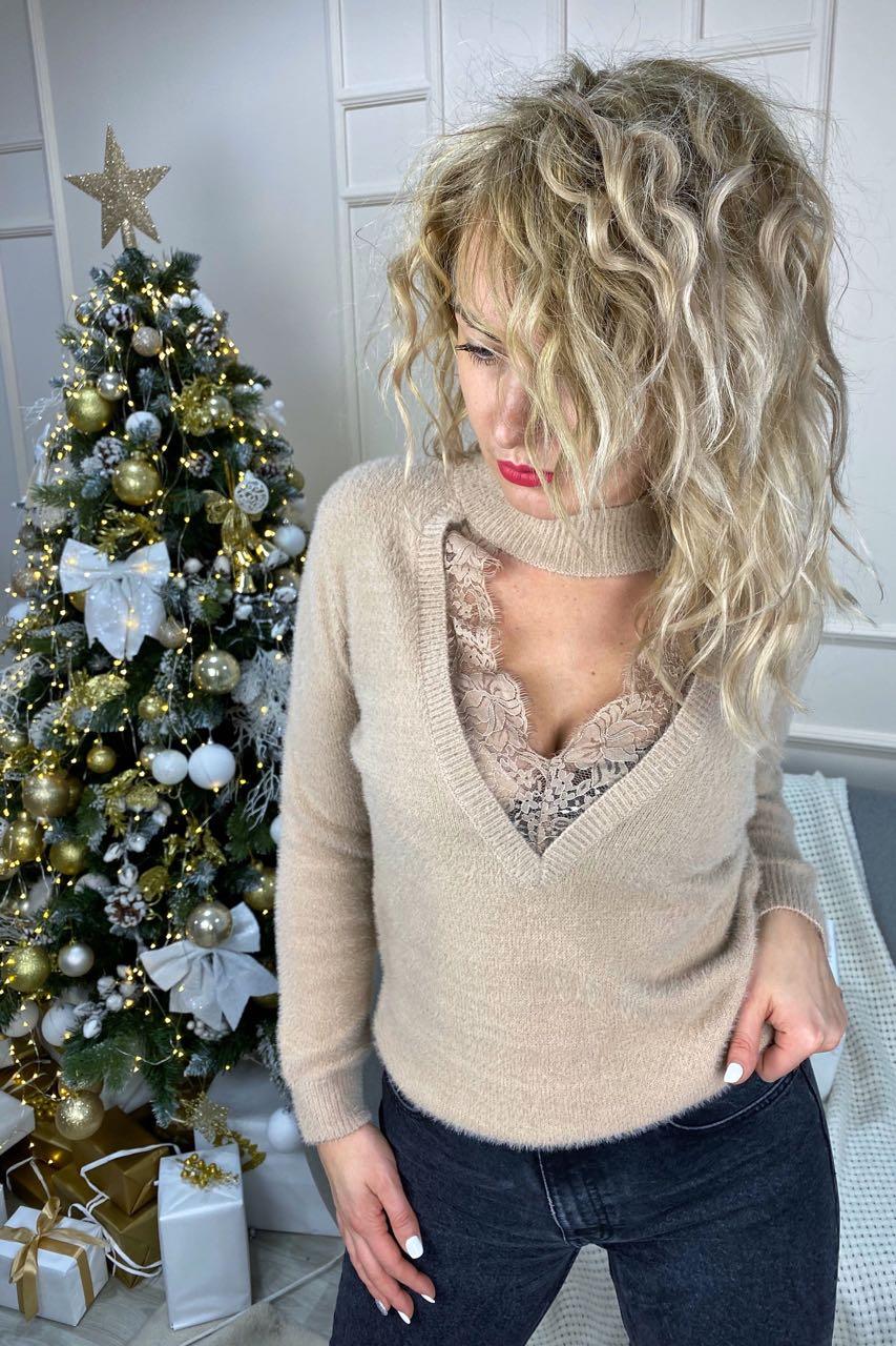 Стильный ангоровый свитер с декольте декорированным французским кружевом  Lovie Look - кофейный цвет