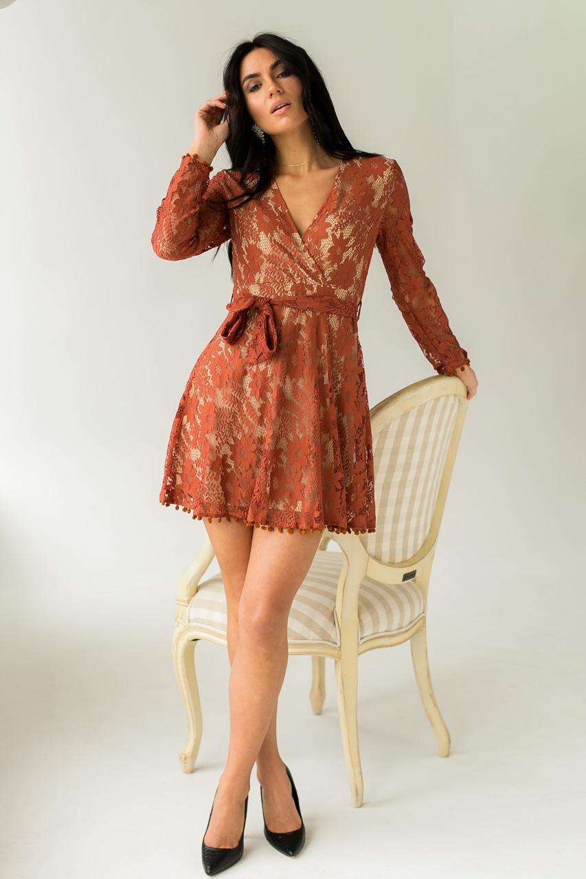 Нарядное платье из французского кружева с декольте Jasmine - терракотовый цвет