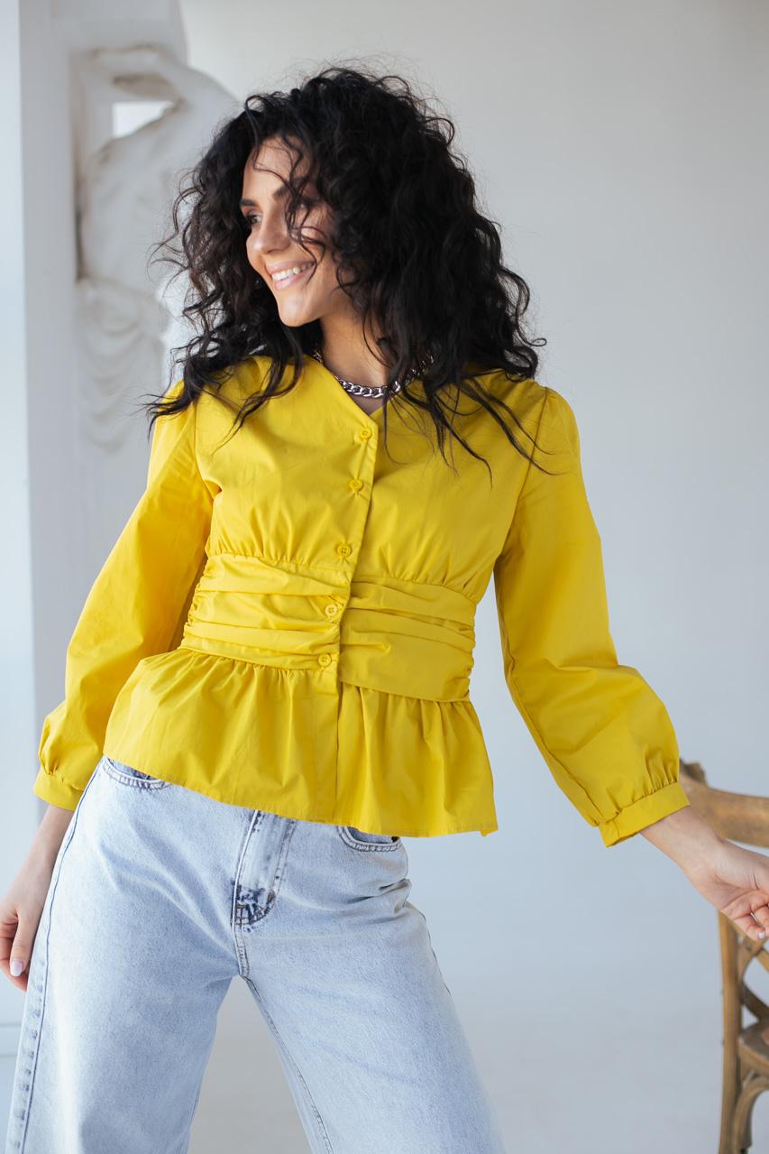 Необычная блуза с акцентированной талией и баской YI MEI SI - горчичный цвет