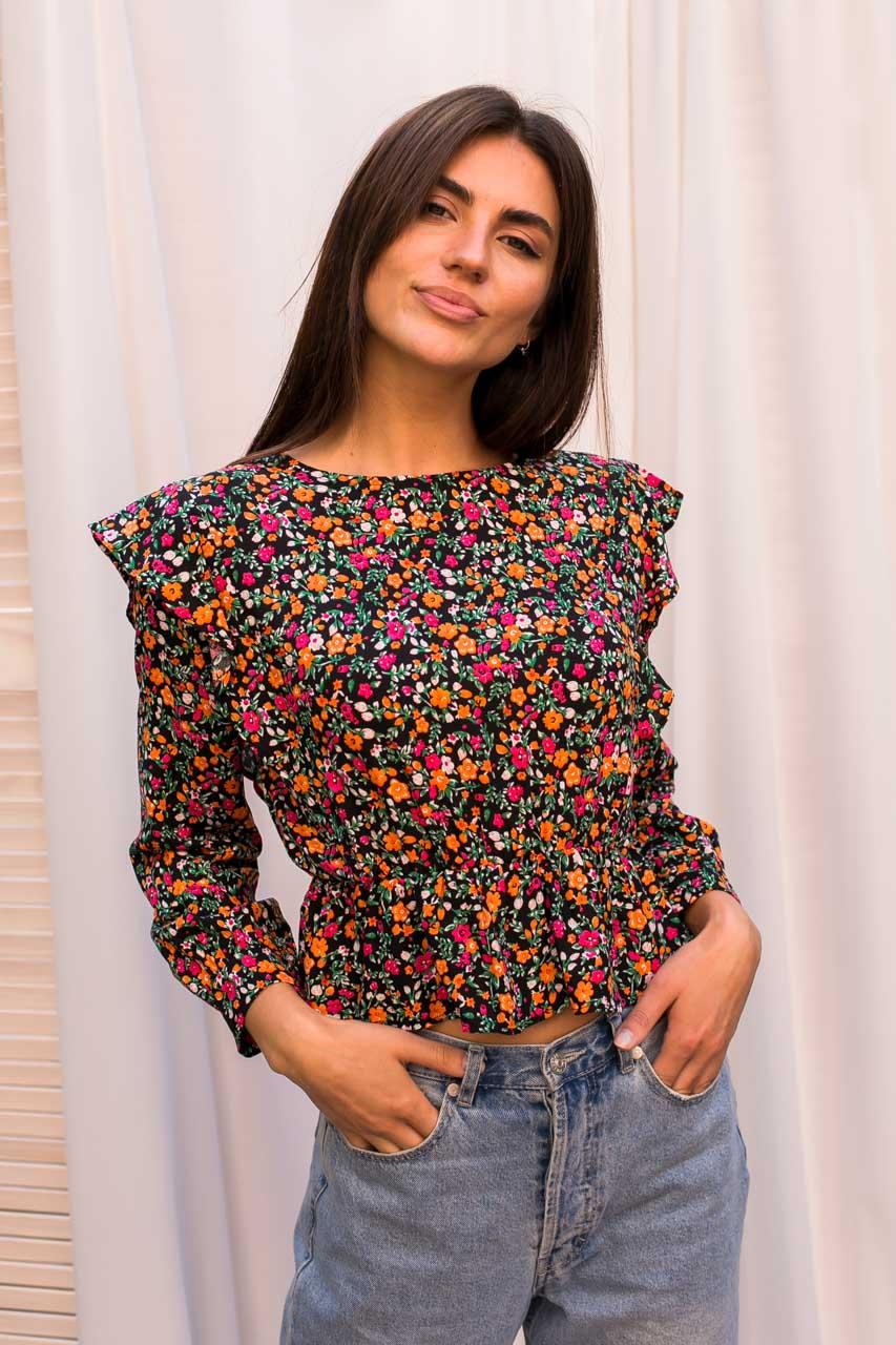 Оригинальная укороченная блуза с рюшами и цветочным принтом Crep - розовый цвет