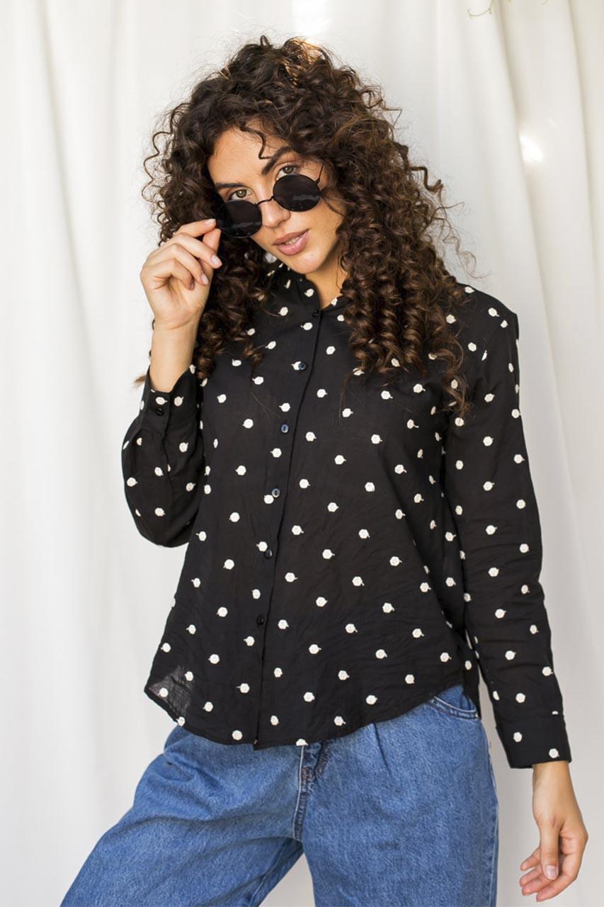 Оригинальная рубашка  с вышитыми горошками Crep - черный цвет
