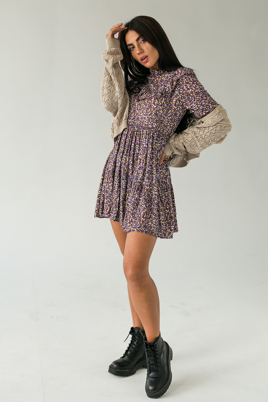 Платье с рюшами в мелкий цветочный принт Crep - фиолетовый цвет