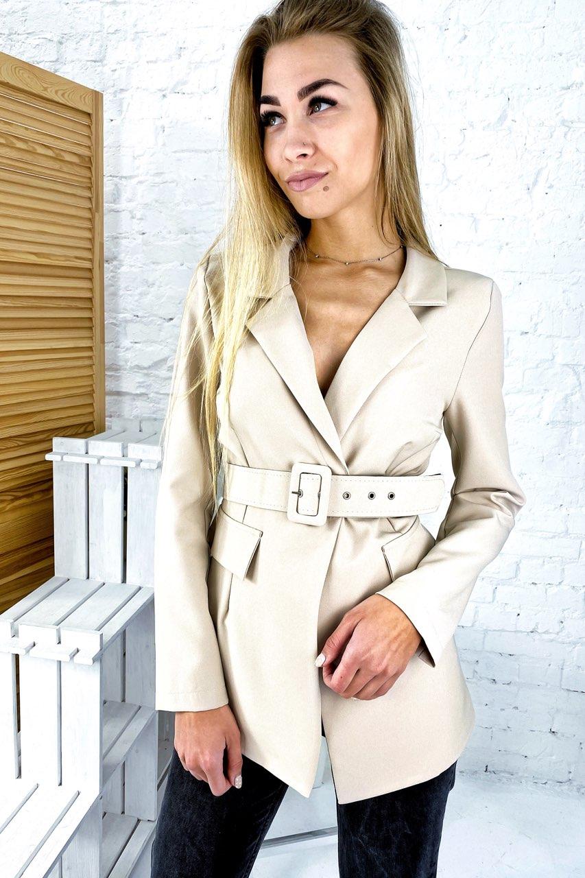 Актуальный пиджак с поясом и отложным воротником YARE - бежевый цвет