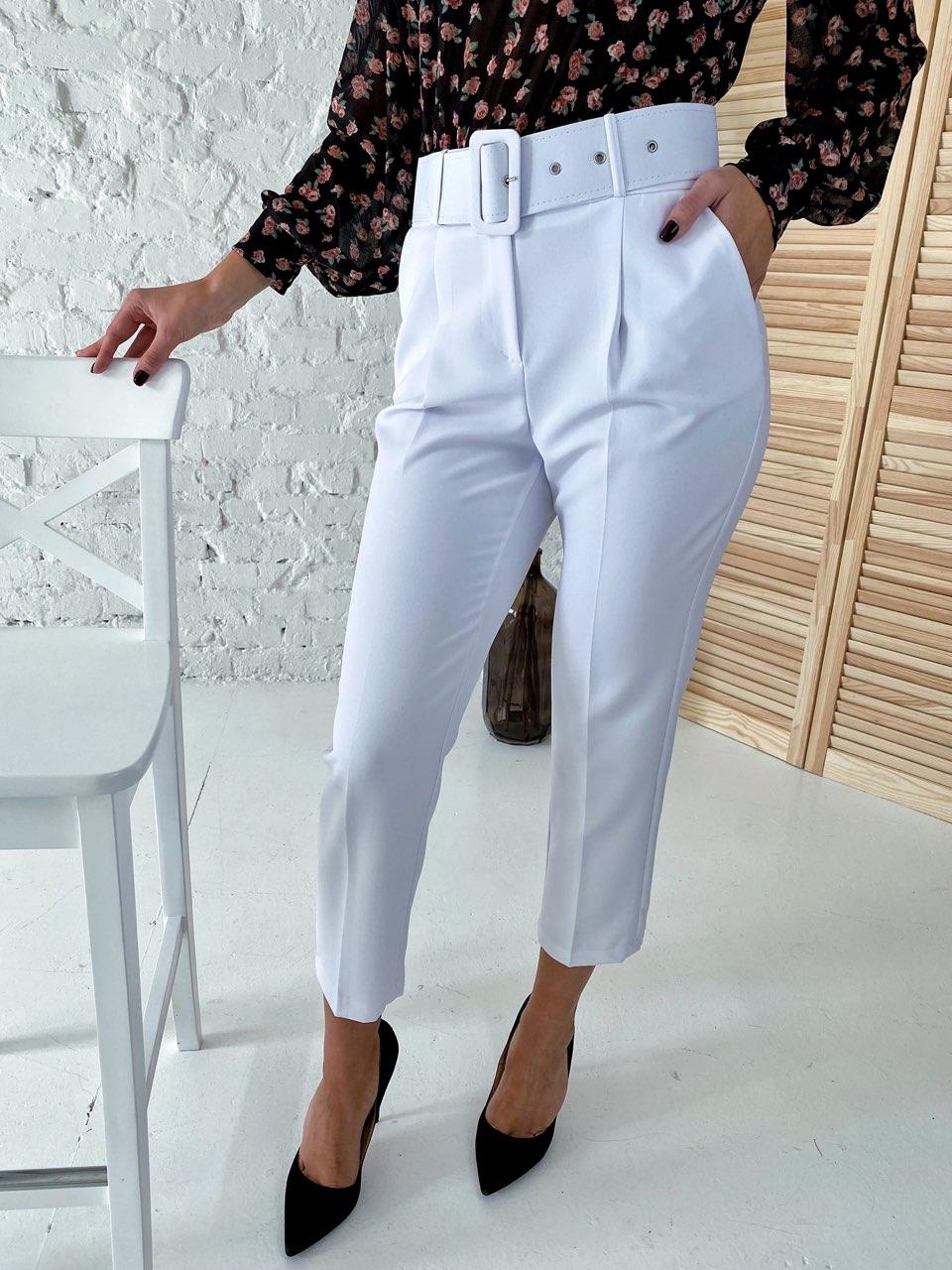 Актуальные брюки с поясом и карманами  YARE - белый цвет