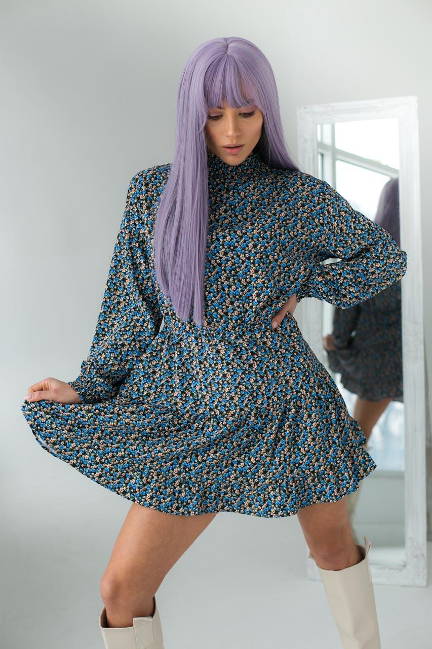 Оригинальное платье мини с воротником стойкой и длинными рукавами  Clew - голубой цвет