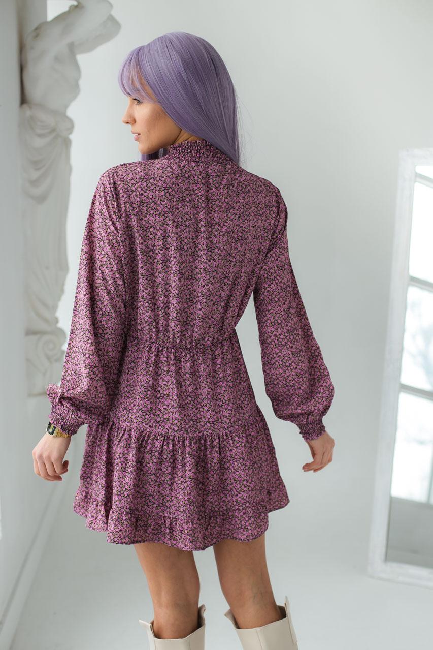 Оригинальное платье мини с воротником стойкой и длинными рукавами  Clew - розовый цвет