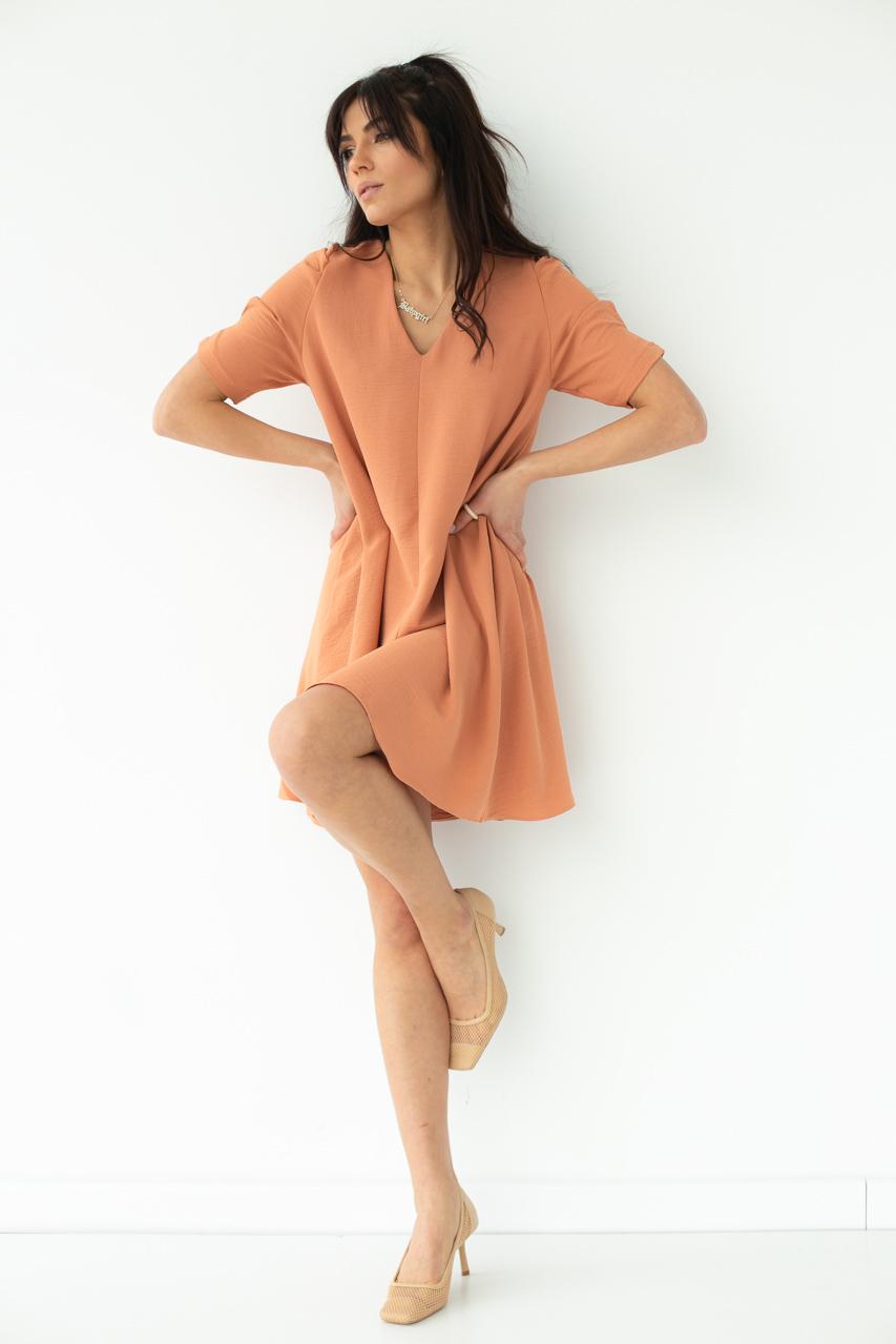 Необычное платье over-size с коротким рукавом  VOOL Style - персиковый цвет