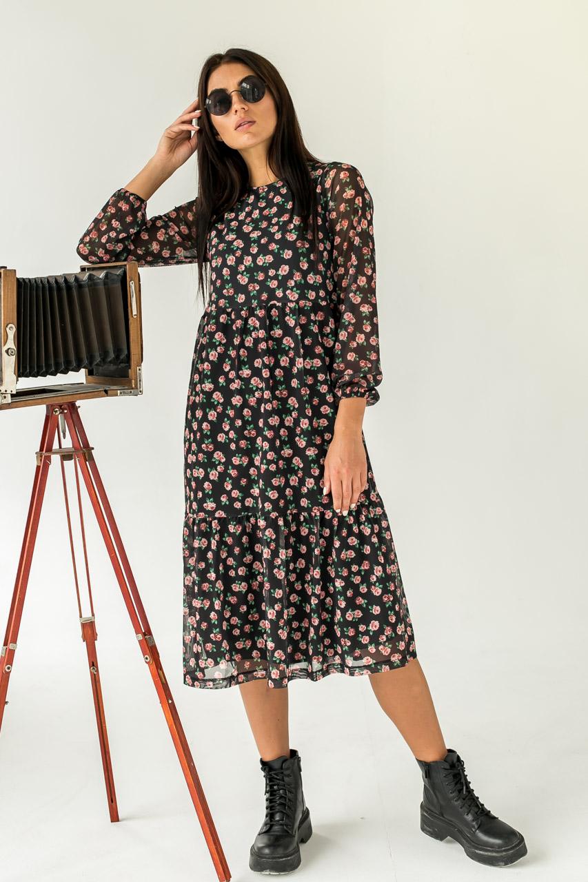Женственное платье миди с интересным цветочным принтом  Clew - черный цвет