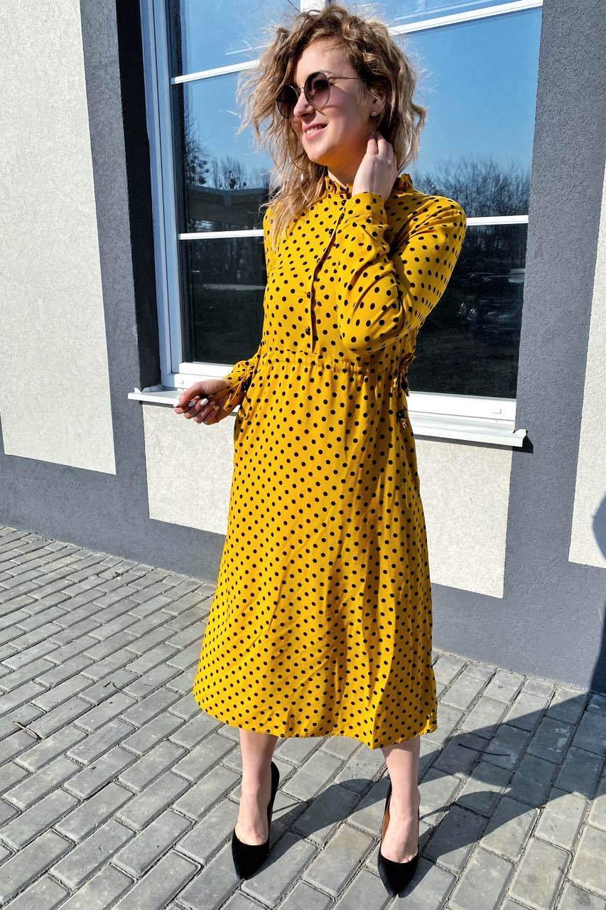 Платье миди в горох с поясом на завязках и карманами Pintore - горчичный цвет