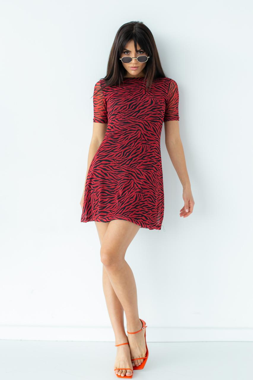 Игривое платье мини с трендовым принтом  Clew - красный цвет