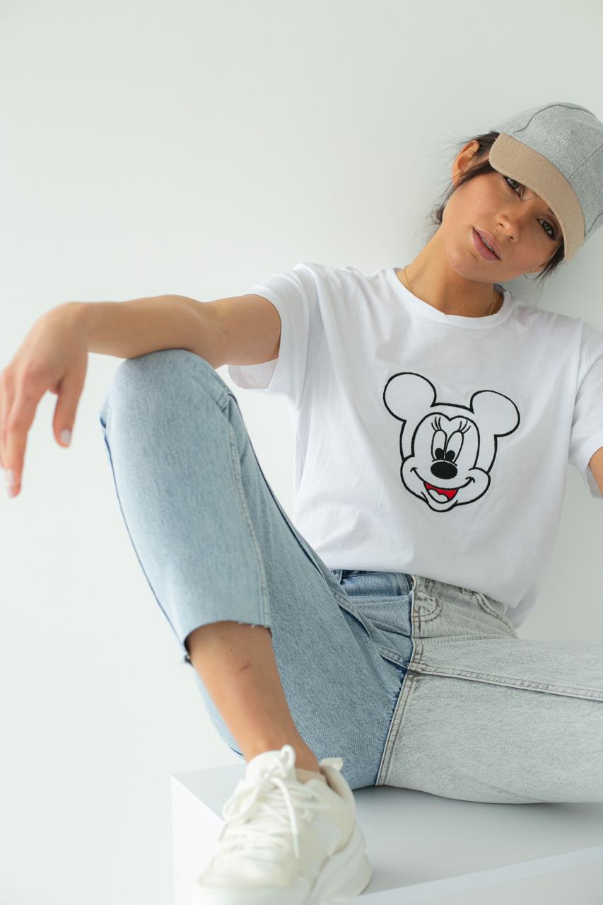 Футболка женская с вышивкой Микки Маус  LUREX - белый цвет