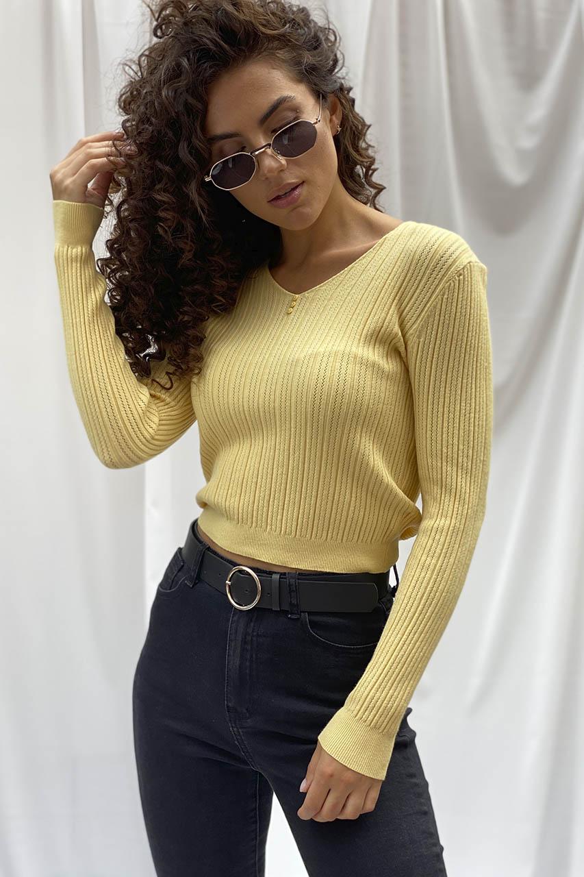 Модная кроп-кофта с вязкой лапша ebelieve - желтый цвет