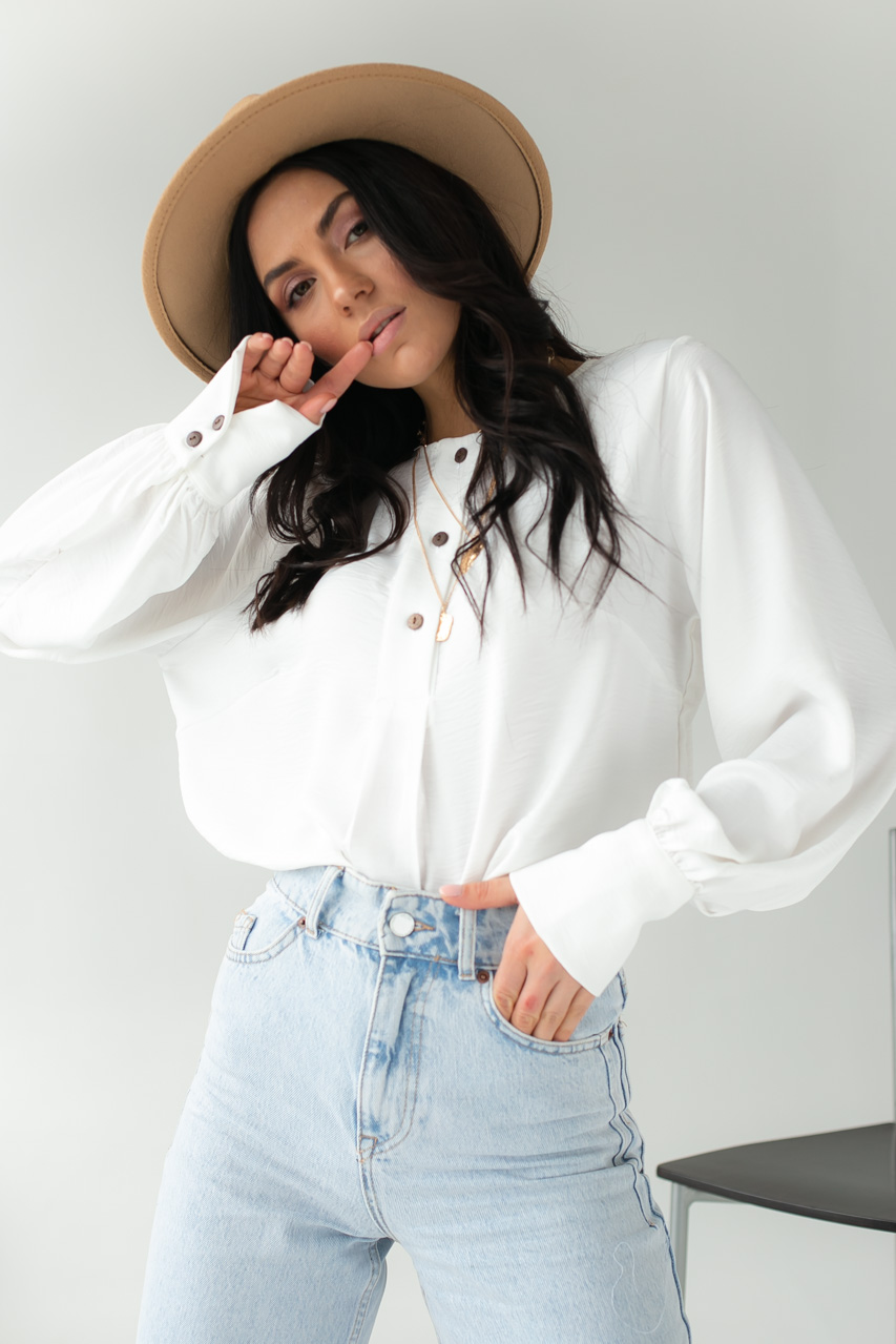 Легкая блуза с манжетами SOBE - молочный цвет