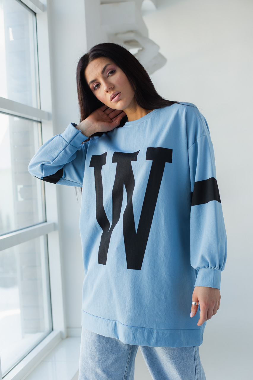 Свитшот оверсайз с буквой W ADVES - голубой цвет