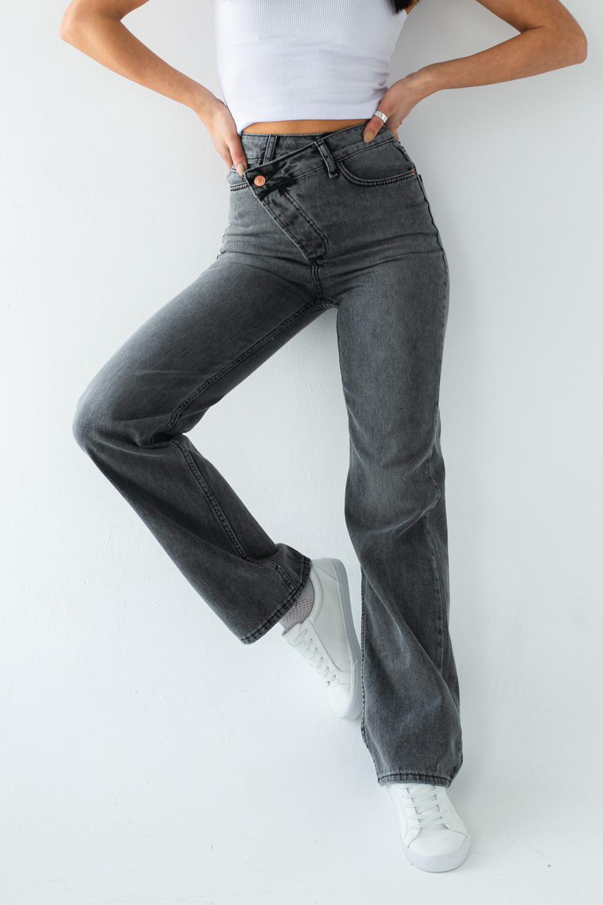 Прямые джинсы с боковым гульфиком на пуговицах Clew - серый цвет