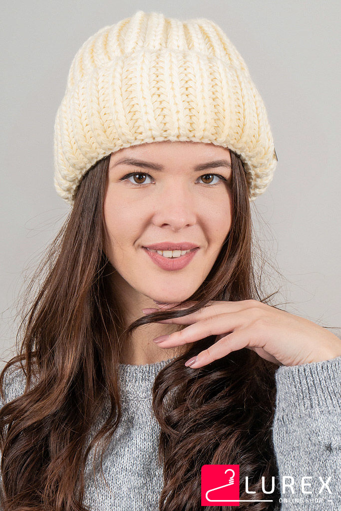 Теплая шапка объемной вязки Инфинити CASKONA - кремовый цвет