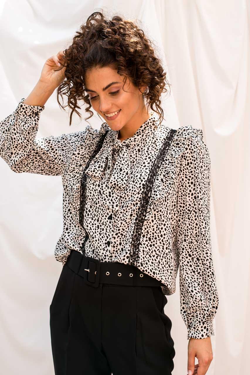 Жіноча блуза з рюшами EJM - білий колір