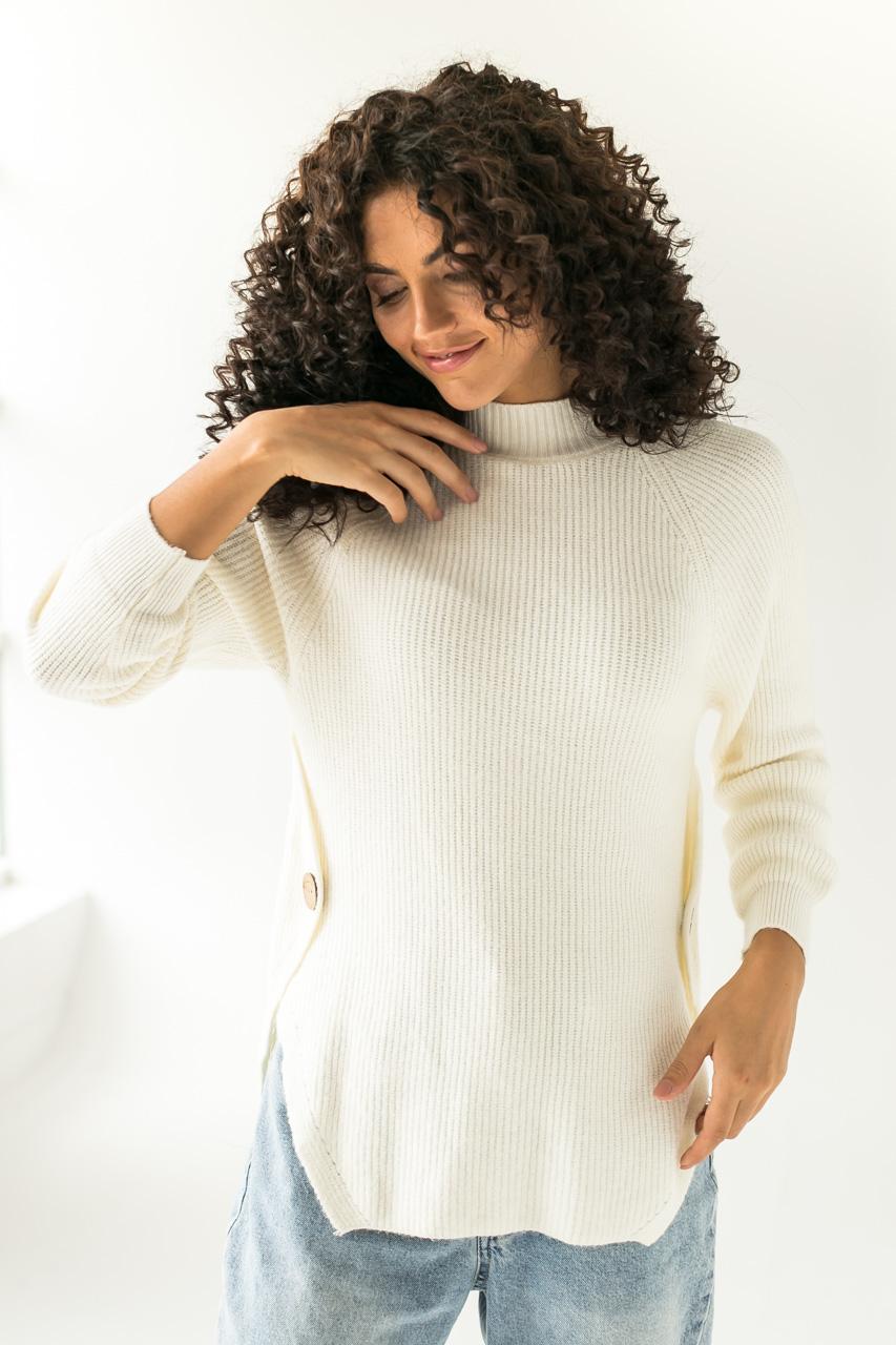 Теплый вязаный реглан с декоративными пуговицами LUREX - белый цвет